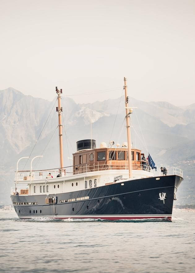 Luxury Yacht Engine Room: G.L. Watson & Co
